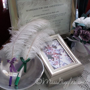 Fancy Feathered Wedding Pens